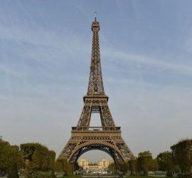 На 31 март 1889 г. Айфеловата кула е официално открита и осветена
