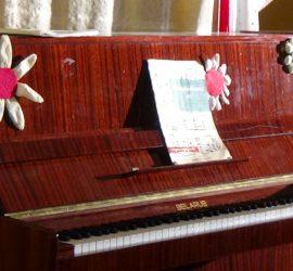 Продукцията на школата по пиано и поп и джаз пеене, с музикален педагог Величка Маслева се отлага за 16 март