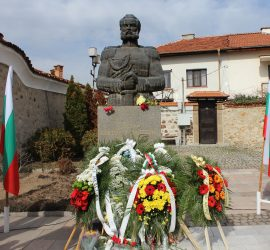 Панагюрище тържествено отбеляза 142 години от Освобождението на България