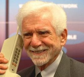 48 години от първото обаждане по мобилен телефон
