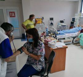 """13 доброволци се включиха в кръводарителската акция, организирана в МБАЛ """"Уни Хоспитал"""""""