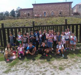 На атрактивна разходка до крепостта Цари Мали град бяха децата от групата към ЦПЛР с техните ръководители Паланкалиева и Иванов