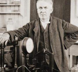 На 24 август 1891 г. Томас Едисън патентова кинокамерата