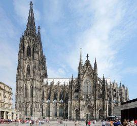 На 14 август 1880 г. приключва строителството на Кьолнската катедрала