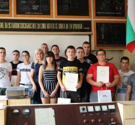 """Професионалната гимназия събра 92 ученици в минни специалности. Дванадесет отличници получиха подаръци от """"Асарел-Медет""""АД"""