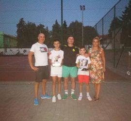 12-годишният Ангел Пъков спечели турнира по тенис на корт при децата