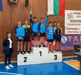 """Състезателят на СКТМ """"Асарел-Медет"""" Илия Воденичаров спечели сребро на двойки на държавното първенство по тенис на маса за юноши до 18 години"""