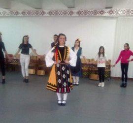 """С български хора приключи последната дейност от проект """"Знаещи, здрави, силни, творящи"""" в село Попинци"""