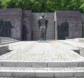 На днешния ден през 1982 г. край Петрич е открит Националният парк-музей Самуилова крепост, който пази спомена за загиналите български войни