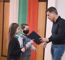 Наградиха поредните шампиони от Пазарджик. Сред наградените са малките танцьори от Панагюрище Николай Цанев и Елеонора Спасова