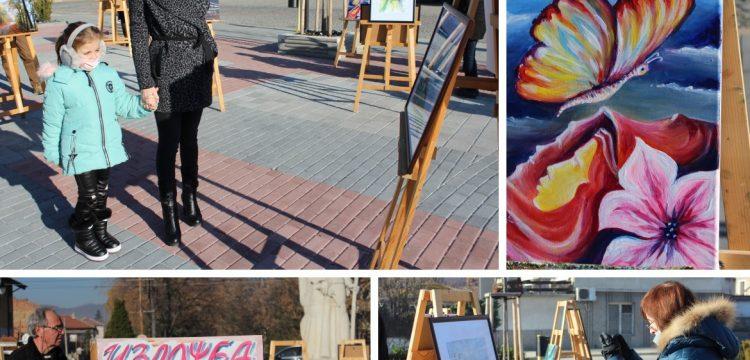 """Изложба """"За Стефан…"""" (фотографии и картини) беше подредена на площад """"Райна Княгиня"""""""