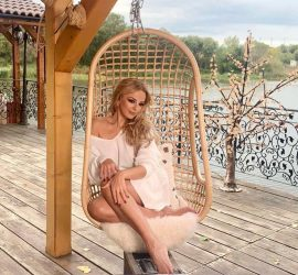 Соня Немска изпраща 2020 с красива балада