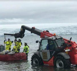 """Дарената от """"Асарел-Медет"""" АД машина """"Маниту"""" в помощ и на 29-ата Национална антарктическа експедиция"""