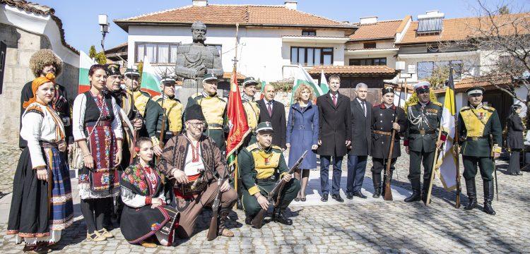 Панагюрище тържествено отбеляза 143 години от Освобождението на България