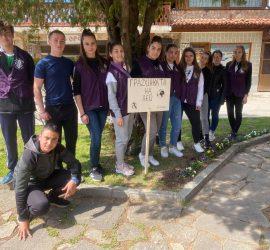 """Цветна """"Лео"""" градинка създадоха в Деня на Земята младите членове на Лайънс клуб-Панагюрище"""