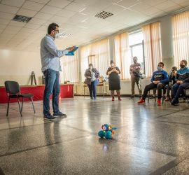 """В ОУ """"Двайсти април"""" бе проведено демонстрационно обучение на тема """"Роботика"""" по НП """"Бизнесът преподава"""""""