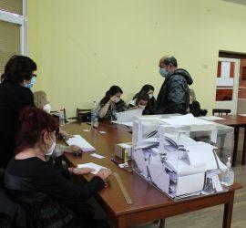 8 369 гласоподаватели са упражнили правото си на вот към 17.30 часа в община Панагюрище