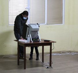Над 2 400 избиратели в общината са предпочели да гласуват машинно на вота в неделя