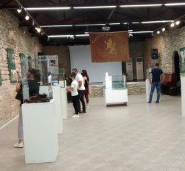 """На голям интерес се радва изложбата """"Реликви от Априлската епопея"""" на Исторически музей – Панагюрище, гостуваща в Двореца- Балчик"""
