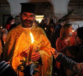 """Стотици се поздравиха с """"Христос Воскресе"""" в Панагюрище"""