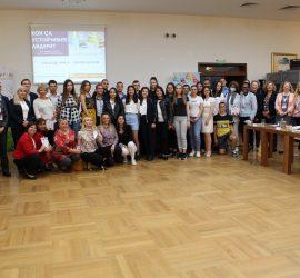 Посланици на пет държави и представители на международни организации в България  участваха в младежка дискусия за лидерството в Панагюрище