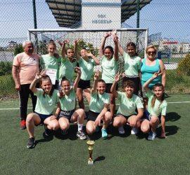 Отборът на 14-годишните хандбалистки на Панагюрище с второ място от Зоналния финал