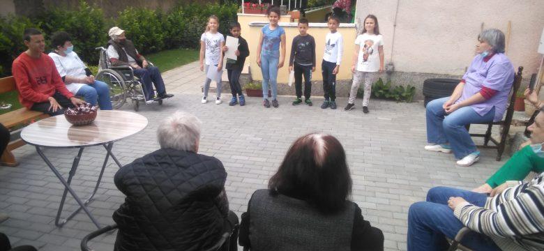 """Второкласници от СУ""""Нешо Бончев"""" реализираха проект """"Да зарадваш някого"""""""