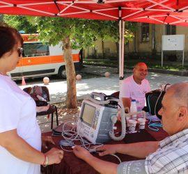 Над 250 човека преминаха през мобилния пункт на спешните медици на Еньовден в Панагюрище