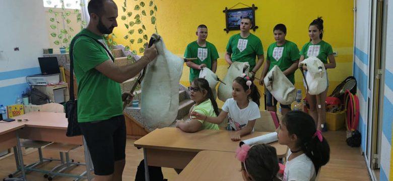 """Гайдари от гайдарски състав """"Войводите"""" гостуваха на малчуганите от Smarty kids Панагюрище – образователен център за деца"""