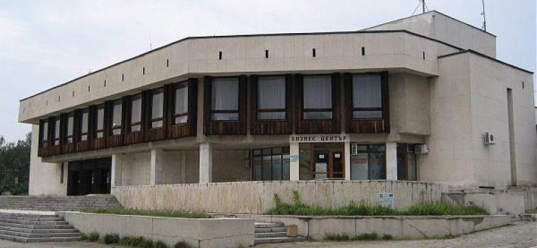 Предвиждат ремонт на част от покрива на сградата на театъра в Панагюрище