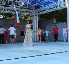 """Панагюрски колонии празнуваха днес с фолк дивата Райна и квартет """"Аглика"""", част от оркестър """"100 каба гайди"""""""