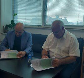 Подписаха договор за рехабилитация на площада в Попинци. Проектът е на стойност над 143 хил. лева