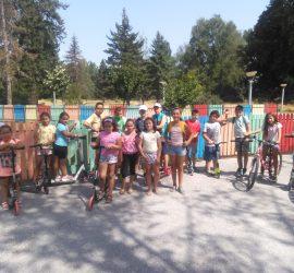 Спорт, игри, състезания и забавления са подготвили ръководителите Паланкалиева и Иванов  за децата, посещаващи летните занимания в ЦПЛР през август