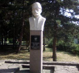Кампания събира средства за ремонт на паметника на Ненчо Върбанов и на паметника в центъра на Бъта