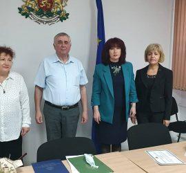 Д-р Галина Точкова и работещите в имунизационния кабинет на РЗИ Пазарджик са отличени с грамоти от министъра на здравеопазването