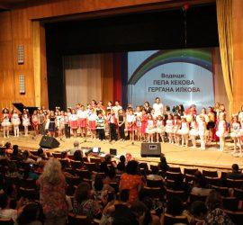 Без маски в часовете по музика, танцово и театрално изкуство в Центровете за подкрепа за личностно развитие