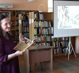 """Актрисата и писателка Тоня Борисова представи в Панагюрище книгата """"Нашенски зевзеци"""""""