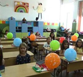Учебната година се открива присъствено и по различно време за отделните класове