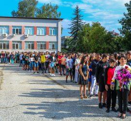 """89 ученици в минни специалности ще се обучават в Професионалната гимназия.  Двадесет и трима отличници получиха подаръци от """"Асарел-Медет"""" АД"""