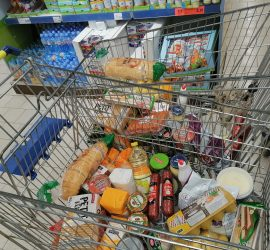 Лайънс клуб-Панагюрище дари хранителни продукти на нуждаещи се хора