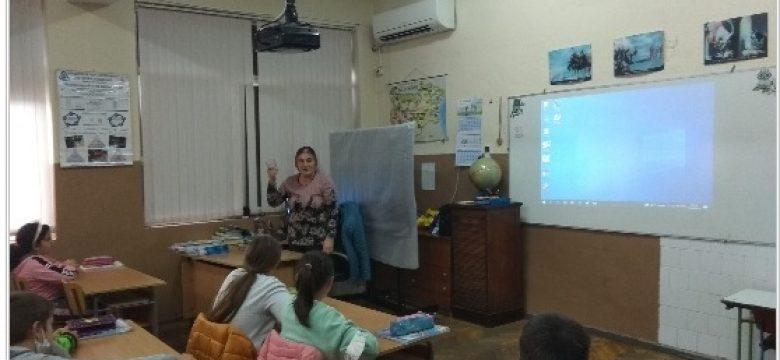 """Един по-различен час за четвъртокласници от СУ """"Нешо Бончев"""", посветен на състоянията и свойствата на водата"""