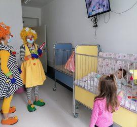 """""""Клоунски визитации"""" разсмяха пациенти в """"Уни Хоспитал"""""""