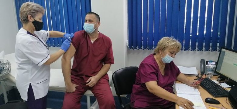 "Трета бустер доза ваксина срещу COVID-19 се поставяв ""Уни Хоспитал"""